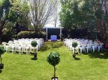 Located near Kaiapoi, Christchurch and perfect for a wedding. With a beautiful acre and a half of gardens, a pavilion perfect for a ceremony, this is truly a charming spot for a wedding.